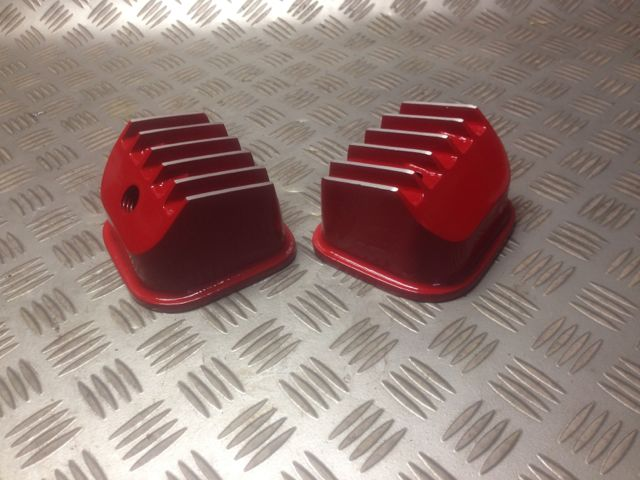 Briggs Vanguard V twin Finned Alloy valve covers red
